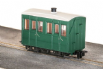 Peco GR-500UG  GVT 4-wheel enclosed side coach, plain green, OO-9